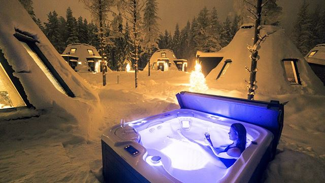 Snowman World Glass Resort jacuzzi